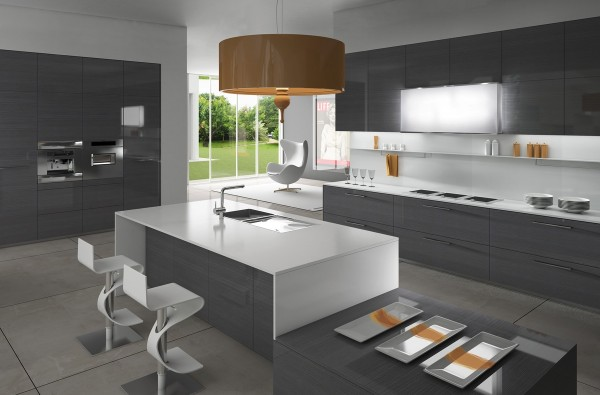 reflective gray kitchen 600x395 - Cocinas Minimalistas