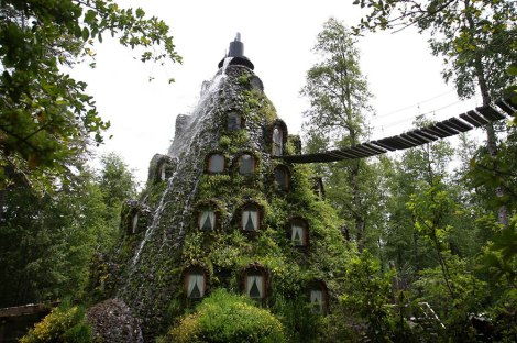 unusual-themed-hotels-11__880